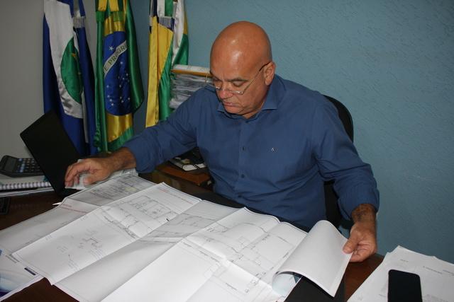 Prefeito anuncia licitação para conclusão do PSF Mãe de Deus