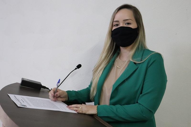 Vereadora Júlia solicita adicional aos enfermeiros e revisão do PCCS e PCCV