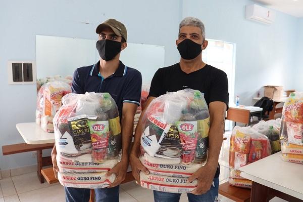 Empresário Favato faz doação de cestas básicas a Assistência Social