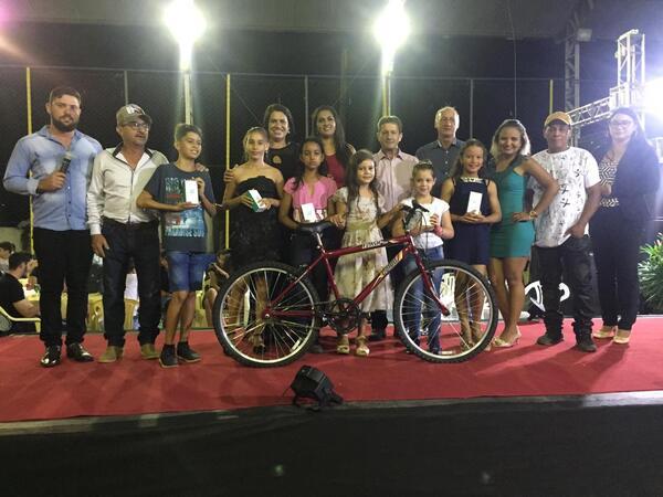 Projeto 'Bom de Escola' premia alunos destaques de Nova Santa Helena