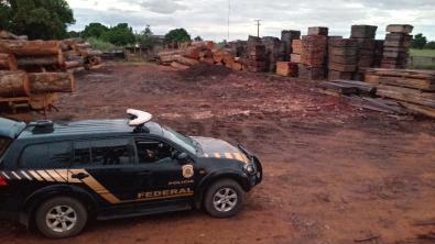 PF cumpre mandados contra crimes cometidos por madeireiras em Feliz Natal
