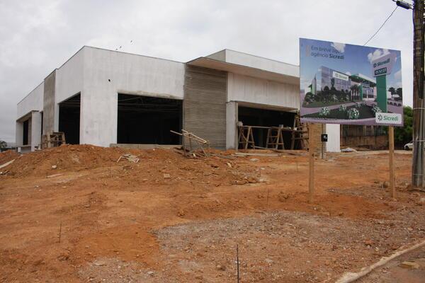 Nova Agência do Sicredi chama atenção no Complexo dos Lagos