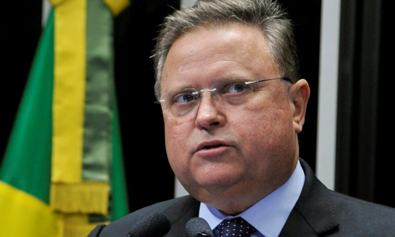 Blairo quer apoio de Bolsonaro para disputar Senado