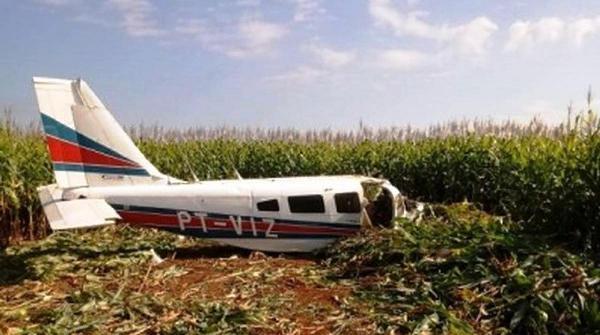 Avião tem pane e cai em plantação de milho em MT