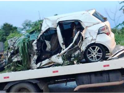 Irmãos morrem em colisão entre carro e caminhão em rodovia federal no Nortão