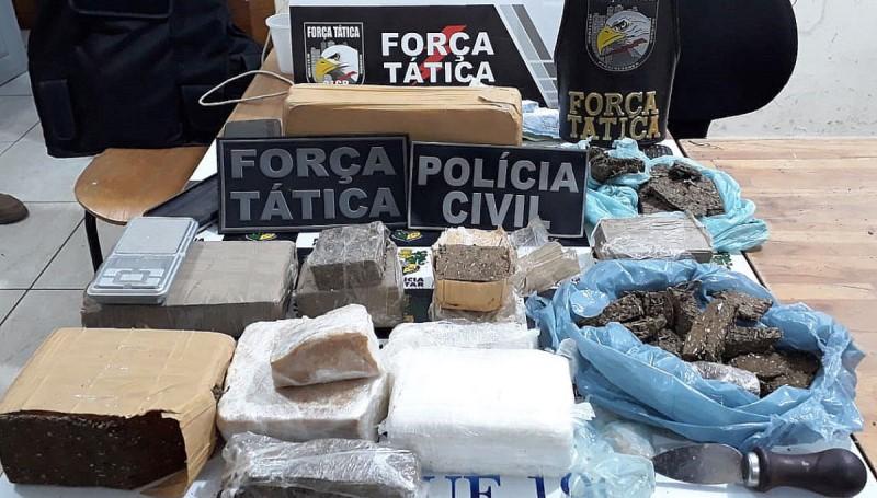 Polícias de AF fazem apreensão de drogas