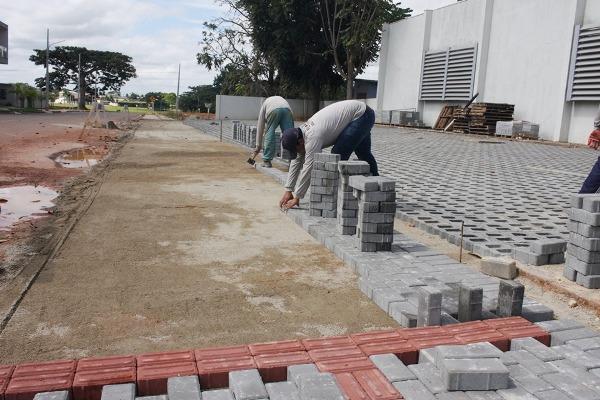 Prefeitura constrói Calçada e Estacionamento Padronizado no BB