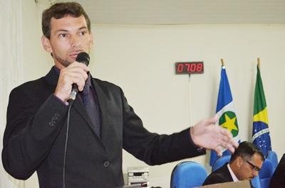Vereador Paulinho solicita redutores de velocidade na Avenida Interpeninsular