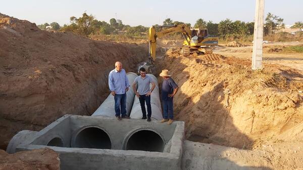 Bairro Nova Esperança está recebendo obras de drenagem