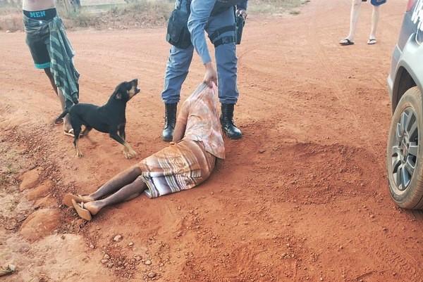 Idoso é morto e jovem suspeito é agredido por moradores